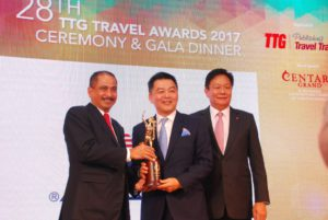 "Mr. Michael Goh, Senior Vice President – International Sales of Genting Cruise Lines (center) receiving the TTG Travel Awards ""Travel Hall of Fame"" Inductee Award from Mr. Arief Yahya, Minister of Tourism, Republic of Indonesia (left)  together with Mr. Darren Ng, Managing Director, TTG Asia Media (right) at the 28th TTG Travel Awards 2017 Ceremony & Gala Dinner in Bangkok, Thailand on 28 September 2017"